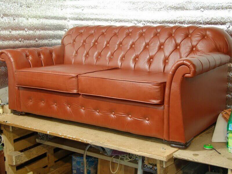 Обшивка дивана кожей